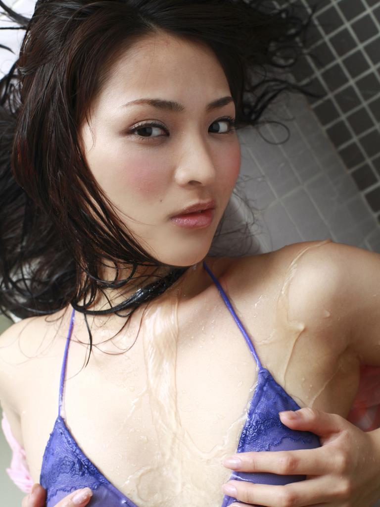 水に濡れている姿も可愛い鈴木咲の画像♪