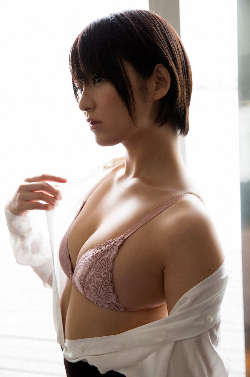 横顔もセクシーな鈴木咲の画像♪