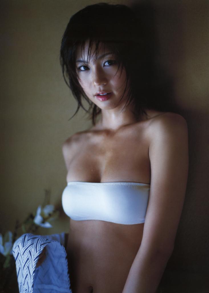 ほのかに暗い安田美沙子