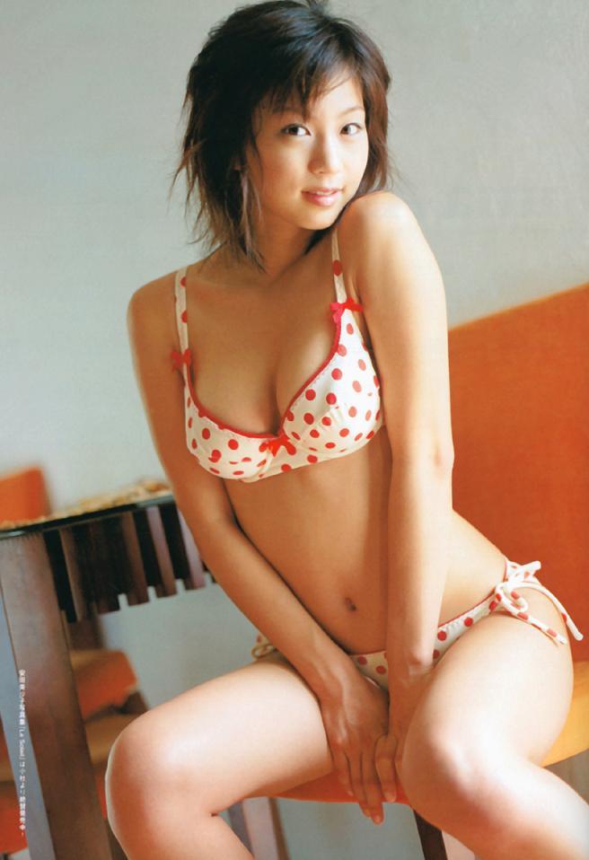 ドット柄水着の安田美沙子